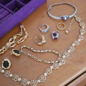 Lot Avon vtg jewelry 10 piece